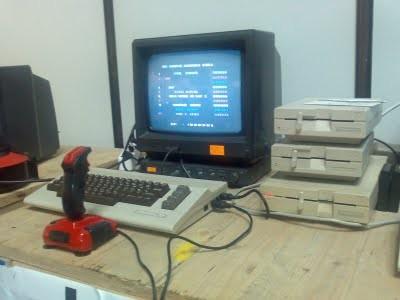 Commodore 64 con unidades de disco de 5,25 pulgadas